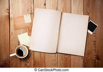 augenblick, briefpapier, arbeitsbereich, altes , hölzern, becher, tisch, fotos, bohnenkaffee, notizbuch