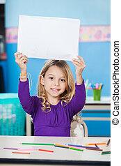 aula, blanco, papel, tenencia, escritorio, niña