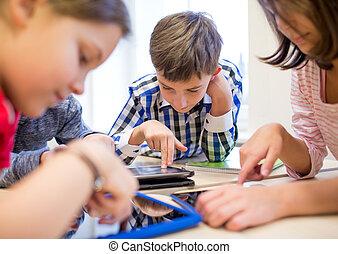 aula, escolares, grupo, computadora personal tableta