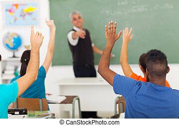 aula, escuela, estudiantes, arriba alto, manos