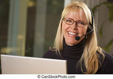 auriculares, atractivo, teléfono, mujer de negocios