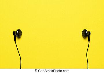 auriculares, en, fondo amarillo, con, texto, espacio