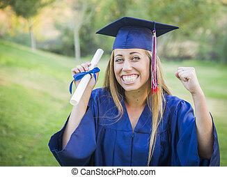 ausdrucksvoll, junge frau, besitz, diplom, in, kappe kleid