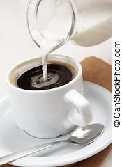 auslaufender kaffee, milch