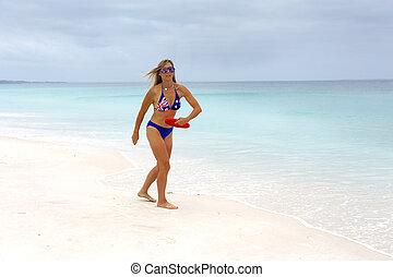 aussie, ragazza, giocando gioco, su, idilliaco, spiaggia., spiaggia, cultura, idoneità