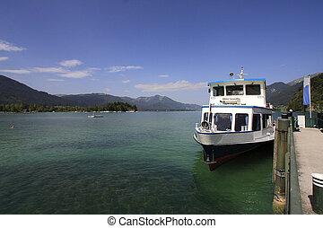 Austria boat and lake - Austria : panorama of the lake, boat...