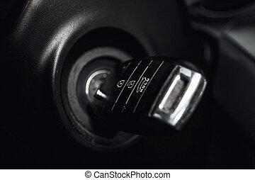 autó, belső, feláll, indító kulcs, becsuk