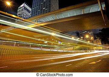 autó csillogó, alatt, város