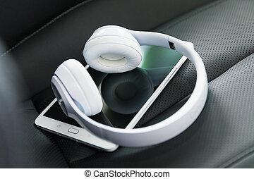 autó, fejhallgató, számítógép, tabletta, ülés