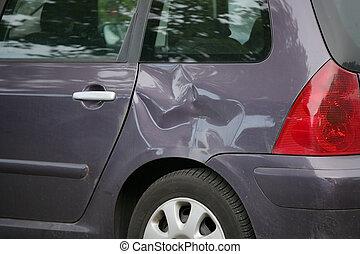 autó, lejtő, behorpasztott