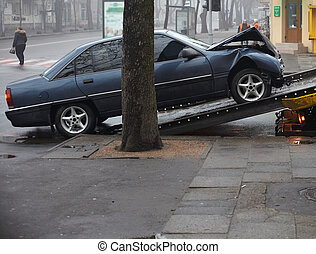 autó lezuhan