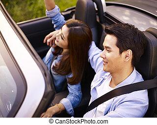 autó, párosít, fiatal, ázsiai, lovaglás, átváltható