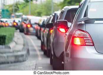 autó, sorban áll, alatt, a, rossz, forgalom, út