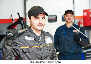 autószerelő, két, repairmans