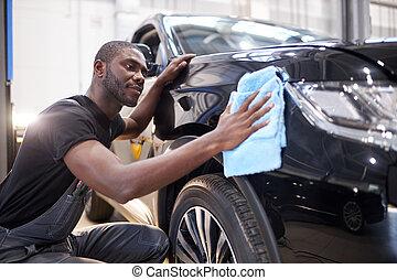 auto, essuie, mécanicien, américain, machine, homme, surface, afro, polissage, après