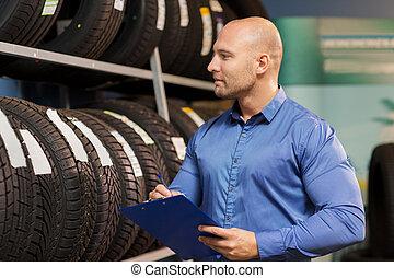 auto, handlowy właściciel, i, koło, męczy, na, wóz służba