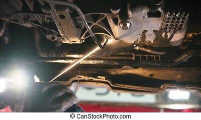 auto, -, magasin, fonctionnement, réparation voiture, anti-oxidation, enlever, homme, désinfectant, pulvérisation, sous, rouille, terre