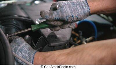 auto, -, magasin, fonctionnement, réparation voiture, tournevis, capuchon, homme, sous, ouvrier