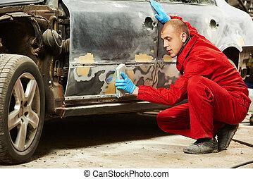 auto mechanic polishing car - auto mechanic worker sanding ...