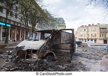 auto, na, gebrande, het centrum van de stad, onrust