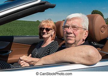auto, paar, glücklich, älter, lächeln