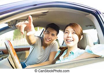 auto, paar, glücklich, junger, sitzen