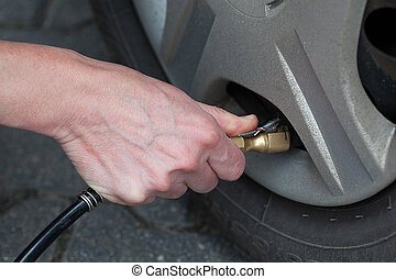 Auto service including tyre pumping