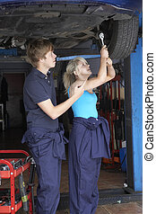 auto technicus, werkende , leerling