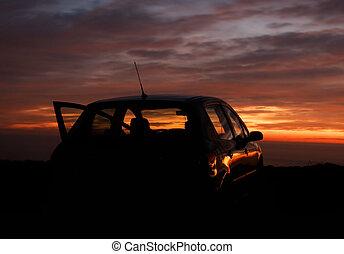 auto, und, der, sonnenuntergang, in, der, hintergrund