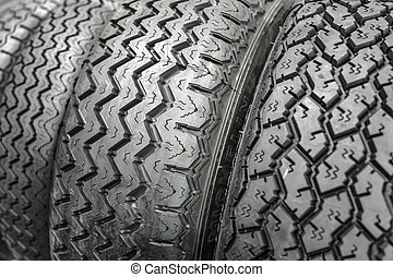 auto, (vintage), roeien, black , tyres.