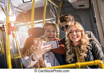 autobus, prendre, amis, selfie