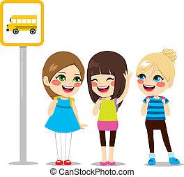 autocarro, esperando, parada, schoolgirls