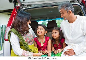 automóvil de familia, house., indio, infront, nuevo