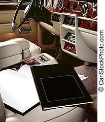 automóvil de lujo, interior, con, libros, en, asiento