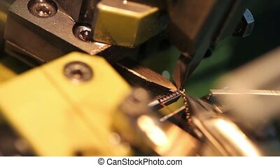 Automatic chain-bending machine connects ring double chain