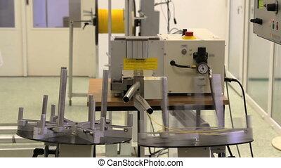 Automatic fiber optic cable cutting machine