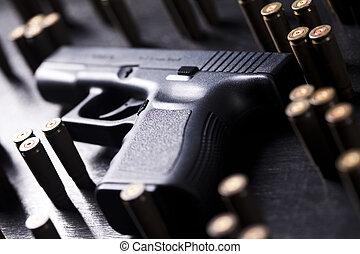 Automatic handgun - Ammunition and automatic handgun