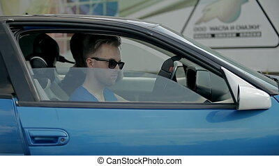 Automatic safety belts - The man in glasses is getting into...