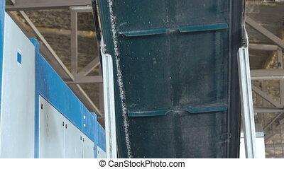 Automatic track makes PVC windows. Slowly