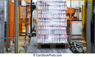 automatic wrapper wraps stretch film bottles of yogurt on pallet
