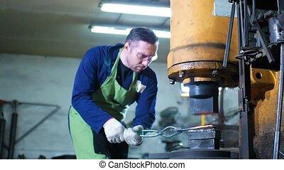 automatique, chaud, fer, forgeron, marteau, marteler