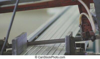 maschine profil schneiden plastik profil auf plastik stock footage suche stock. Black Bedroom Furniture Sets. Home Design Ideas