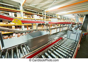 automatizzato, warehouse., scatole, con, parti di ricambio, trasloco, trasportatore