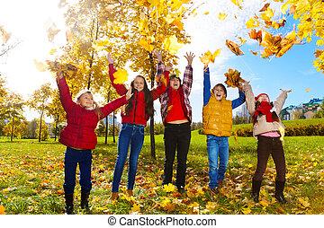 automne, apprécier, parc, érable, gosses