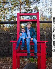 automne, asseoir, deux, grand, parc, chair., enfants, entertainment.