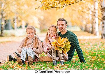 automne, beau, famille, gosses, jour, parc, papa