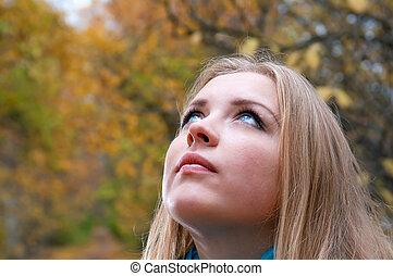 automne, blond, femme, parc