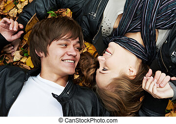 automne, couple, jeune, dehors