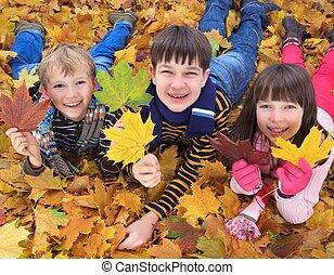 automne, enfants jouer