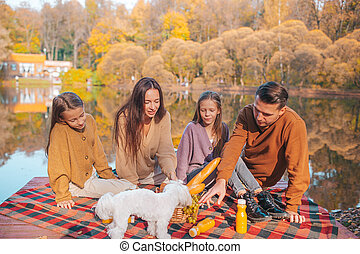 automne, famille heureuse, jour, portrait